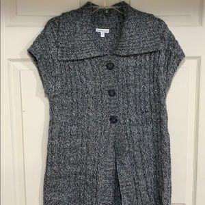 Sweaters - Sleeveless cardigan